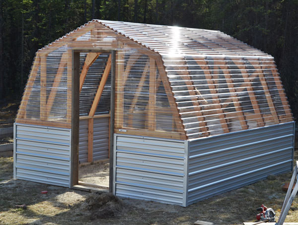 Barn style greenhouse