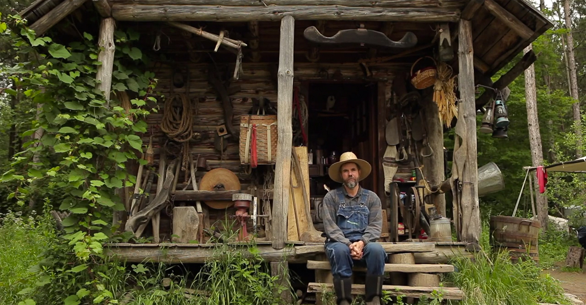 "Why A Man Gave Up The ""American Dream"" For A Hand-Built Cabin With No Power Or Running Water"