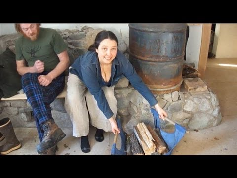 "Couple Stays Warm 24/7 With Just One Small Fire Each Day. Their Secret? A ""Super Stove"""